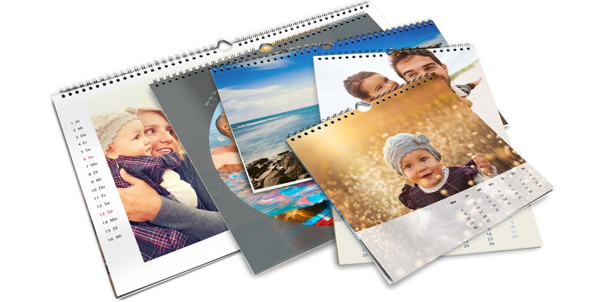 Fotokalendář je k dispozici v různých formátech. V závislosti na verzi od 20 x 20 cm do 50 x 75 cm.